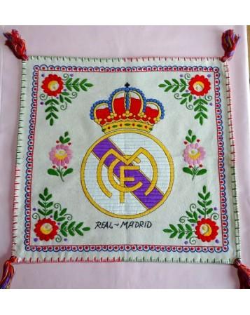 COJÍN DEL REAL MADRID. BORDADOS DE LAGARTERA