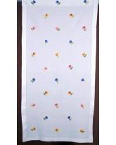 cortina floreada. labrando la tela. bordados de lagartera